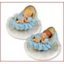 Bébé dans couffin bleu