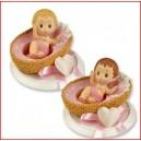 Bébé dans couffin rose petit